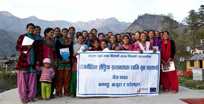 Koulutukseen osallistuneet naiset Bajurassa, Nepalin länsiosassa