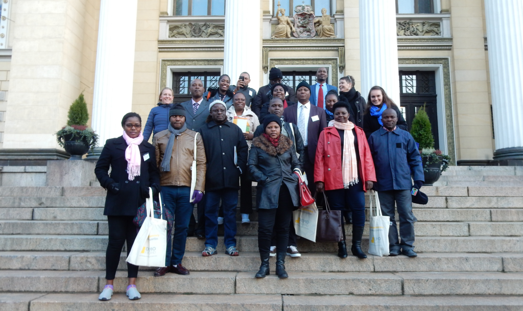 Mozambican politicians in front of a Finnish building
