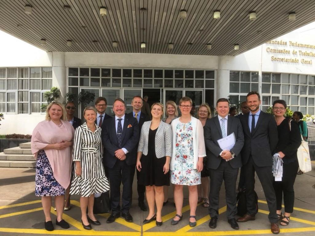 Finska parlamentariker inför det moçambikiska parlamentet
